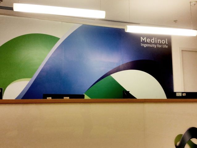 טפטים ומדבקות בהתאמה אישית לחברת Medinol